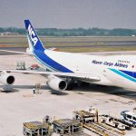 貨物専用機と旅客機の貨物スペースの違いについて