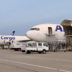 国内航空貨物+国際ハンドキャリーの複合輸送サービスでコストメリット大!